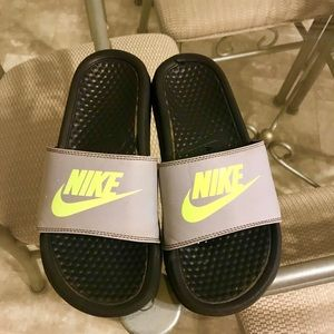 Boys Nike Slides - 5Y (Gently Used)